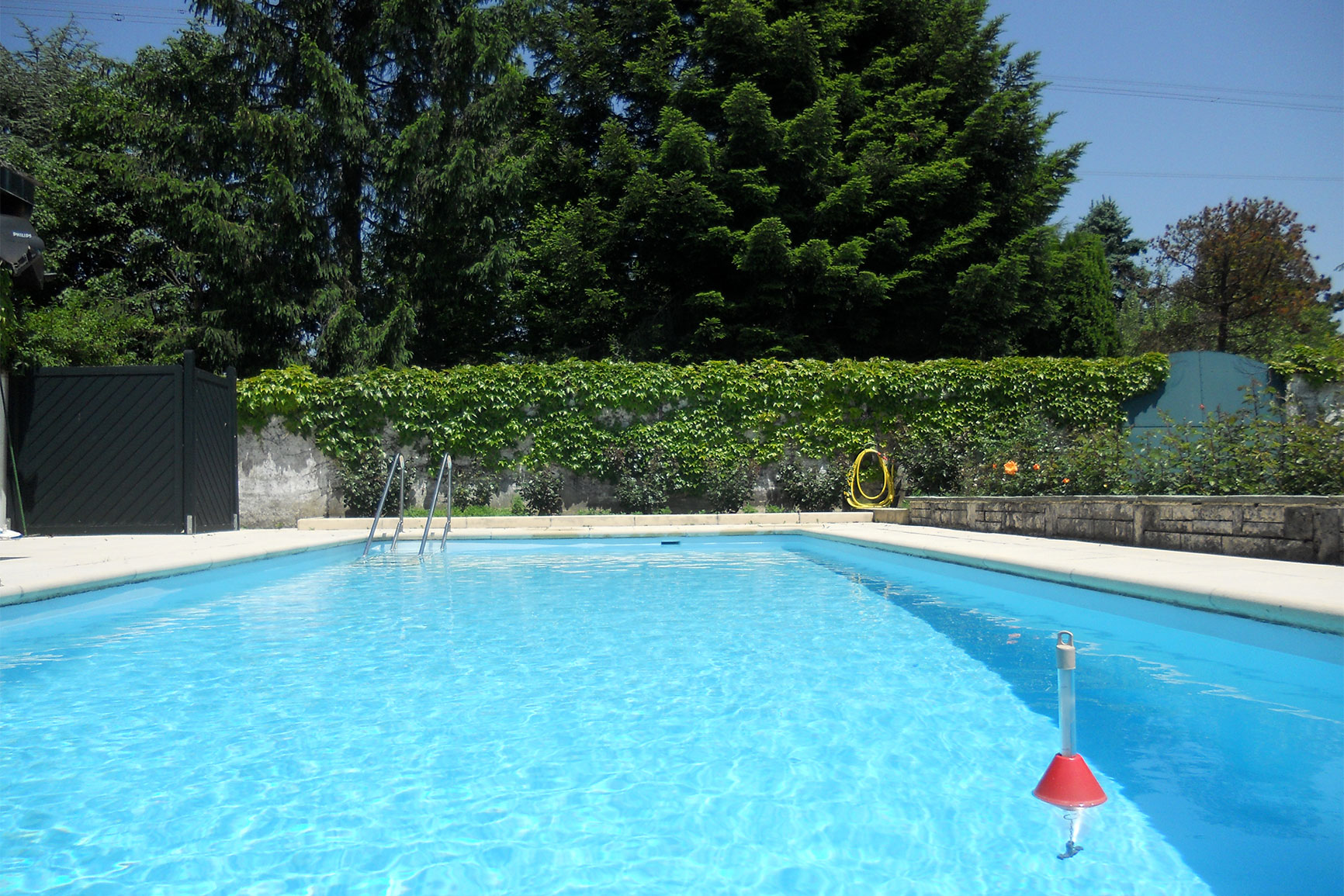 Classique polyester piscines widmer for Chavannes piscine