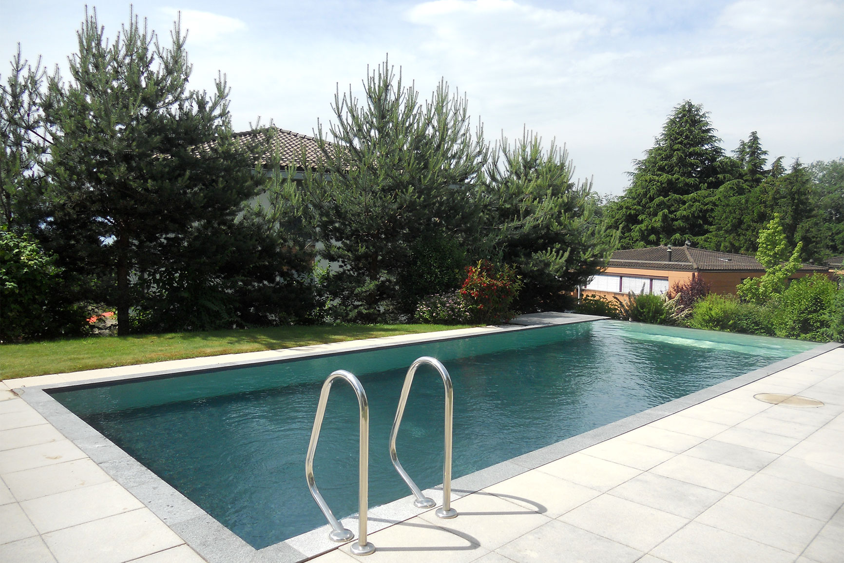 D bordement carrelage piscines widmer for Chavannes piscine