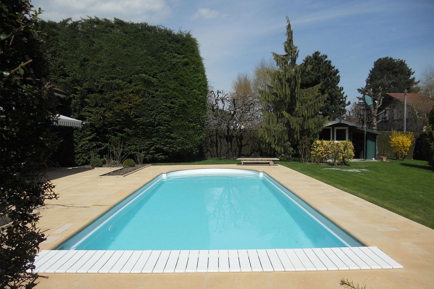 Piscine polyester piscines widmer for Chavannes piscine