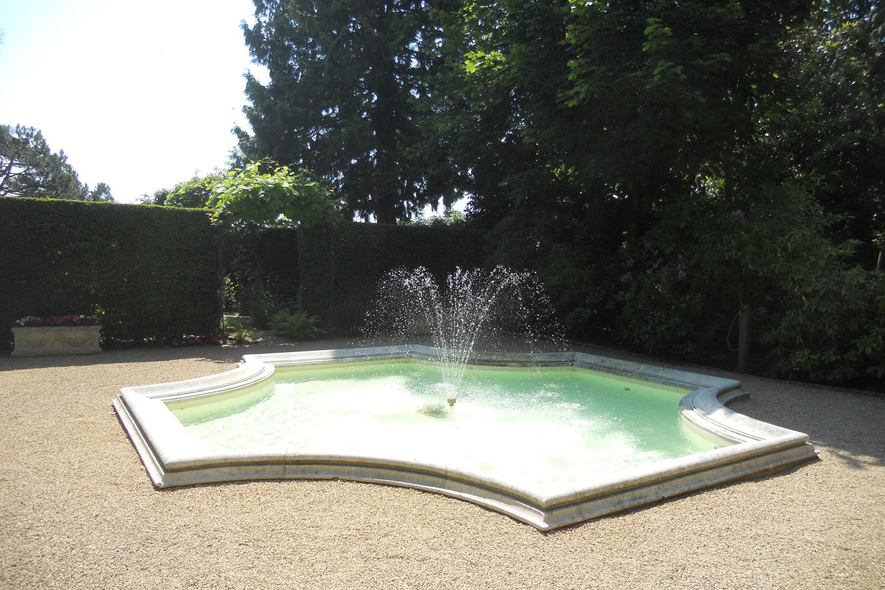 bassin d 39 ornement piscines widmer. Black Bedroom Furniture Sets. Home Design Ideas