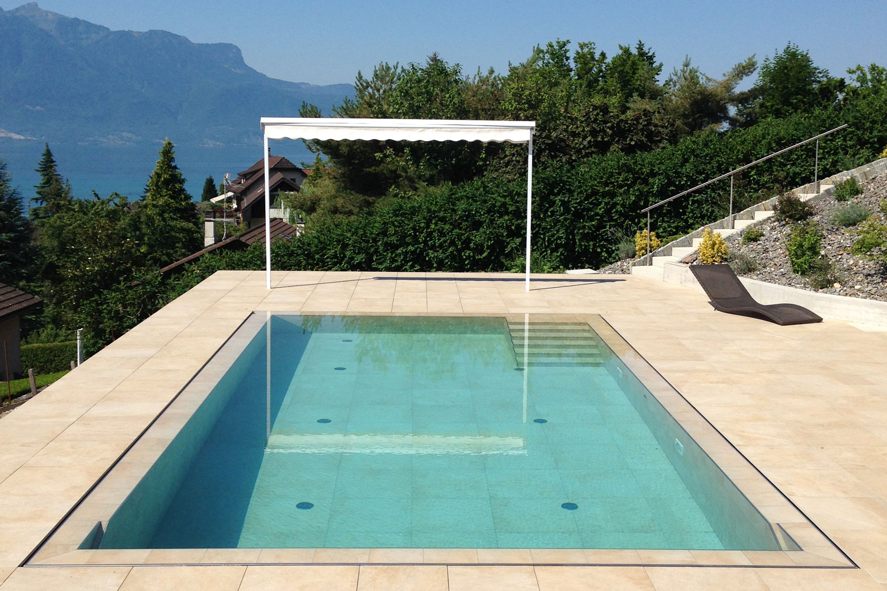 D bordement carrelage piscines widmer for Securite piscine miroir